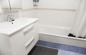 A bathroom at Paraiso 1