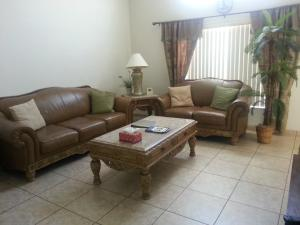 Coin salon dans l'établissement Fly High and Come to Falcon House in Kissimmee
