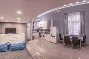 Una cocina o zona de cocina en Babyproof Downtown Studio