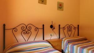 Cama o camas de una habitación en Casas Rurales La Donal