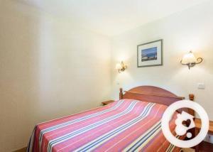 A bed or beds in a room at N23, parc d'arradoy-St J P de Port