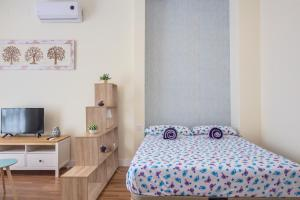 A bed or beds in a room at ABC Apartments Madrid 2