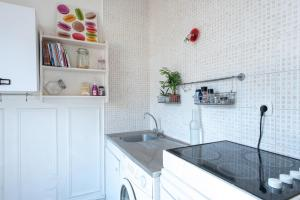A kitchen or kitchenette at Charming flat next to Montparnasse