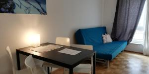A seating area at Berlin Holiday Apartments near Central Station