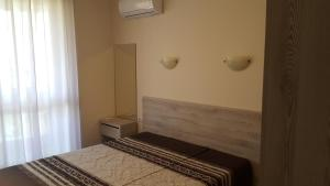 A bed or beds in a room at Апартамент Тройката