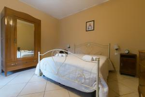 A bed or beds in a room at Villa Pineta