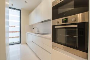 A kitchen or kitchenette at Apartamento Lujo Velazquez 160