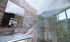 A bathroom at Apart Hotel Regina