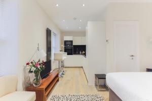 A kitchen or kitchenette at Leicester Square One