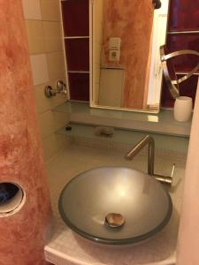 A bathroom at Appartement am Tegeler See
