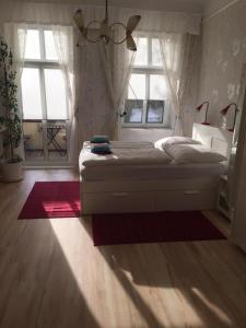 A bed or beds in a room at Appartement am Tegeler See