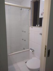 Ett badrum på Studio novo em Copacabana