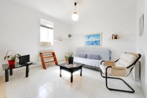 Zona de estar de Ibiza Town Villa Sleeps 8 Pool Air Con WiFi