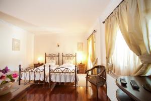 Een bed of bedden in een kamer bij Kassiopi Villa Sleeps 8 Pool WiFi