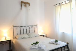 A bed or beds in a room at Casa da Hera