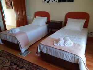 A bed or beds in a room at Solar do Beato