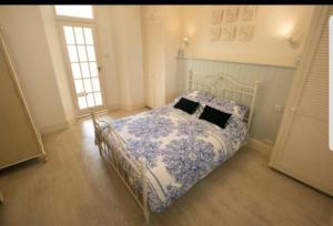 Ein Bett oder Betten in einem Zimmer der Unterkunft Beautiful One Bedroom Ground Floor Apartment With Parking