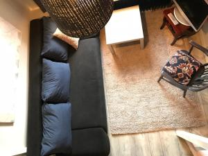 A seating area at Designerwohnung, 4 Zimmer, Sternschanze