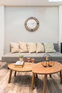 O zonă de relaxare la Ermou Budget Studios by Livin Urbban