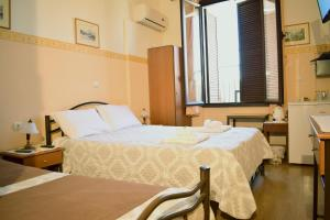 A bed or beds in a room at Stoa Rooms