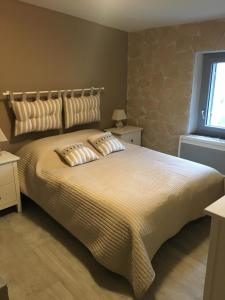A bed or beds in a room at Location Bonnieux Provence