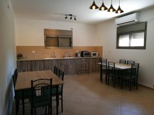 Küche/Küchenzeile in der Unterkunft Mool Gilboa - מול גלבוע