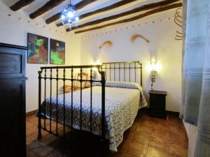 A bed or beds in a room at Cortijo El Morron