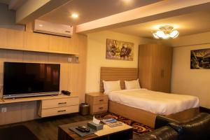 A bed or beds in a room at Classic Serviced Apartments
