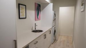 A kitchen or kitchenette at Urban Sanctuary