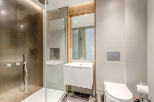 A bathroom at 2 Bedrooms sleeps 6 - Central London