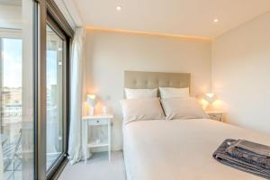 A bed or beds in a room at 2 Bedrooms sleeps 6 - Central London