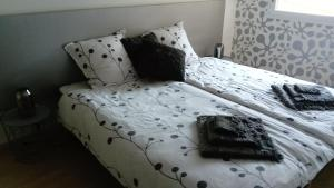 Un ou plusieurs lits dans un hébergement de l'établissement L'Esthélio gîte