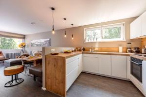 A kitchen or kitchenette at Hochmaisblick