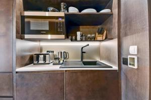 A kitchen or kitchenette at StowAway Waterloo