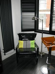 A seating area at Chelsea Luxury Flat