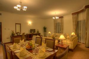 A restaurant or other place to eat at Siji Hotel Apartments