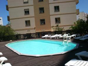 Bazén v ubytování Hotel Apartamento Iate nebo v jeho okolí