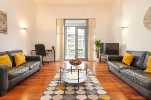 A seating area at Central Lofts Apartment