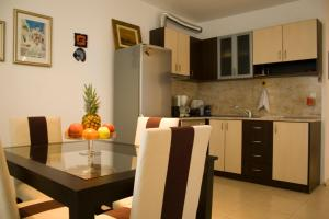 A kitchen or kitchenette at Sunny House Apart Hotel
