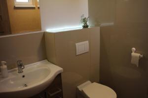 A bathroom at Apartmánový dom Mária