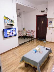 A television and/or entertainment center at Ciqikou/Gele Mountain Apartment