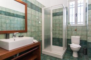 A bathroom at Metohi Georgila