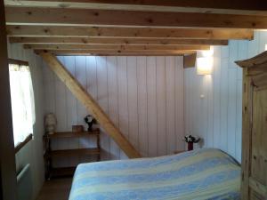 Un ou plusieurs lits dans un hébergement de l'établissement Chalet Bois Jura Lajoux
