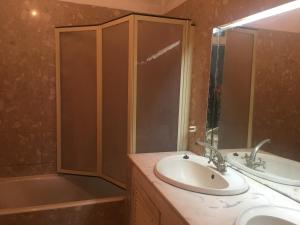 A bathroom at Funchal Apartment in Tourist Area with Ocean View
