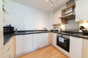 A kitchen or kitchenette at Urban City Suites- Park Central