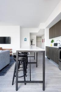 A kitchen or kitchenette at Guild Miami - Downtown
