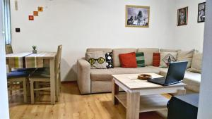 A seating area at Apartment Romina