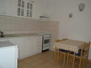 A kitchen or kitchenette at Apartment Zadar 10