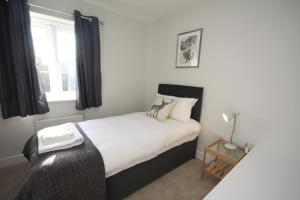 A bed or beds in a room at The Hanwell