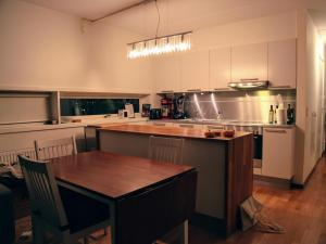 A kitchen or kitchenette at Will Inn Apartments